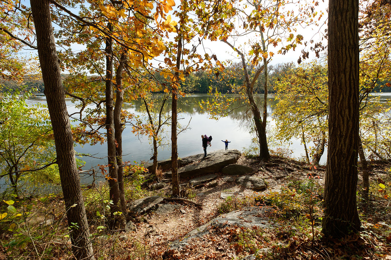 Fall family hike at Riverbend Park in Great Falls, Virginia