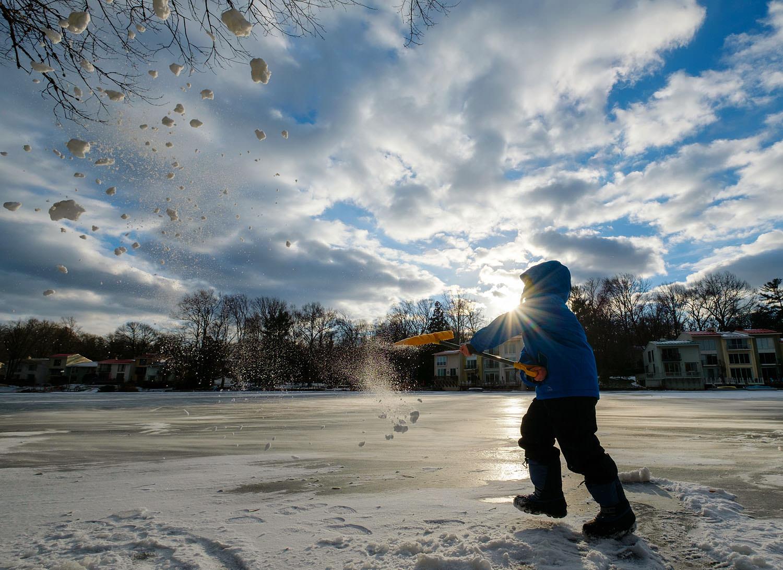Snowy and frozen Lake Anne in Reston
