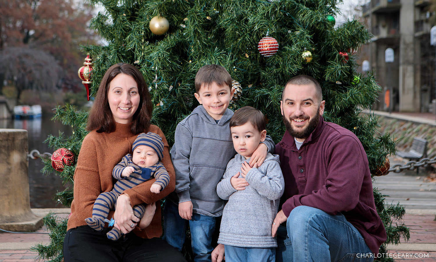 Holiday family portrait at Lake Anne Plaza (Reston, Virginia)