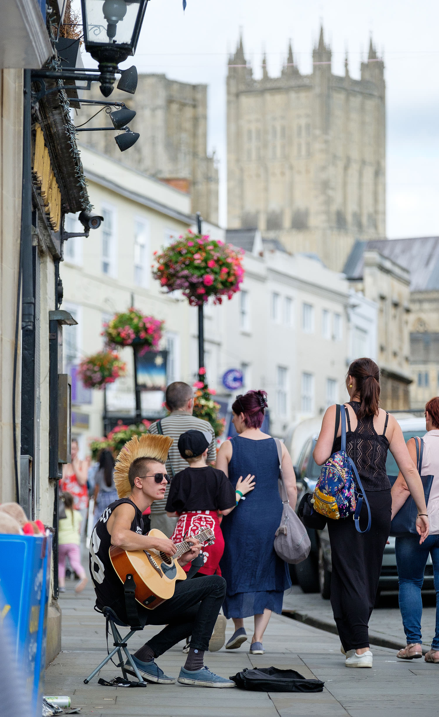 Musician on the Wells High Street (Wells, England)